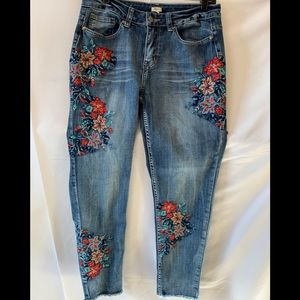 Reba Embroidered Ankle Length Jeans J51